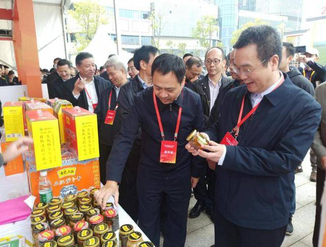 《全民消费助力脱贫攻坚》农产品展在江