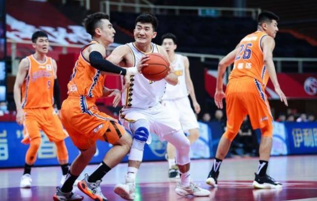 CBA首轮竞赛上演了多场大战,其间的一场竞赛中,广厦男篮122-94大胜了上海男篮