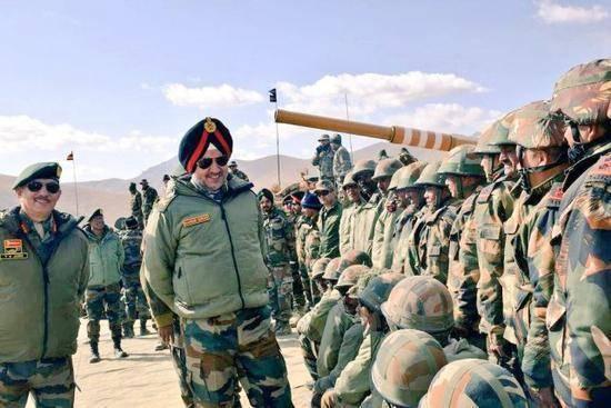 印度两个集团军突然换帅,兵工厂全力造步枪,下令做好战斗准备