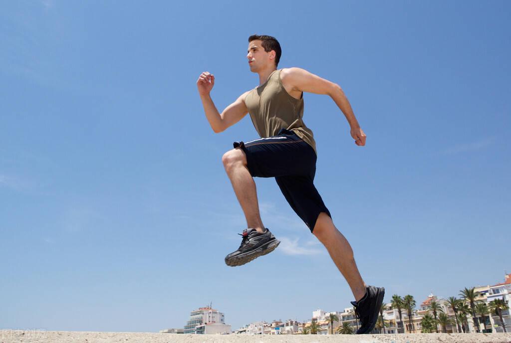 一个自重动作——原地跑步,每天坚持30分钟,让身材瘦下来!