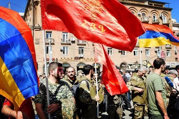 """西方国家开始介入了!希腊援军抵达亚美尼亚,土耳其""""深陷重围"""""""