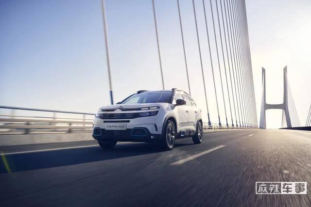 三引擎四轮驱动领先同行,充分展示了天一插电式四轮驱动SUV的优势
