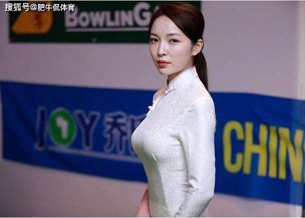 中国台球界再出一位美女裁判!穿旗袍闪耀全场,颜值不输潘晓婷!