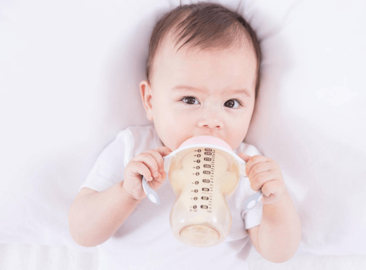 辅食添加不要过急,宝宝发出这些信号,就可以开始着手准备了