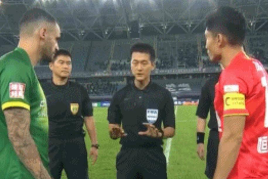《高德平台体育栏目[足球频道]这才是中超最佳裁判:韩国名哨今晚1世界级举动必须点赞!_比赛》