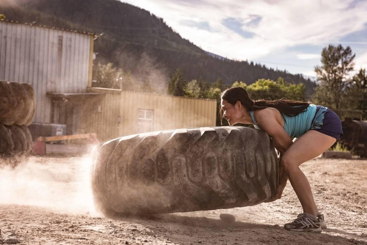 一个做力量训练,另一个做有氧运动的人,长期坚持,二者有何不同