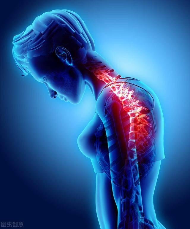 弯腰驼背有什么危害?一组拉伸运动改善自身体态,赶走亚健康疾病
