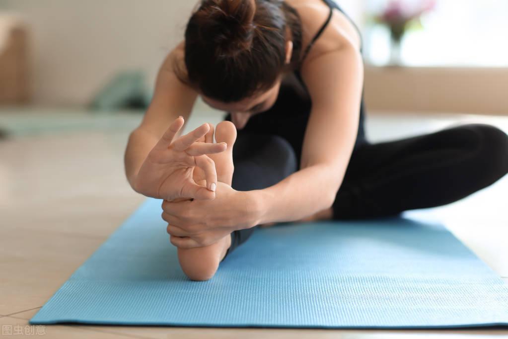 睡前一组拉伸动作,提高身体柔软度,提高睡眠质量!