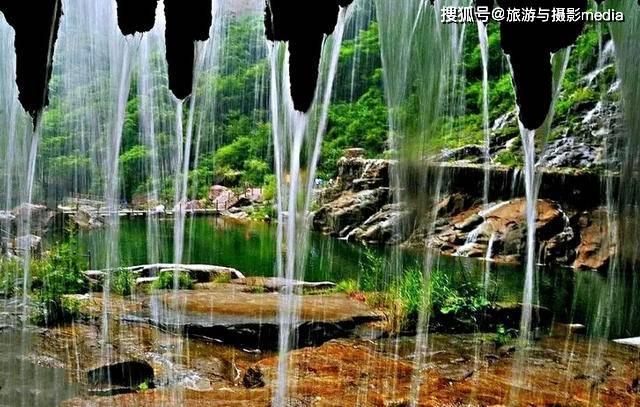 原创             一处从天而降的瀑布,还有猕猴到处乱窜,让你明白河南到底有多美