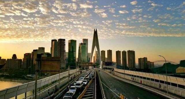 重庆两大地产富豪,吴亚军投资中国赚千亿,张松桥投资英国亏百亿