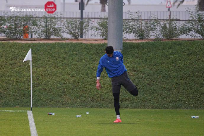 申花世界杯训练基地首训 崔康熙要求队员注意调整作息