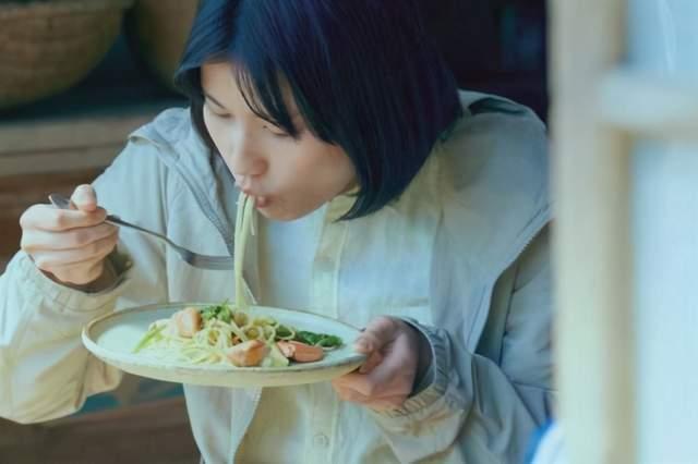 """女性来大姨妈怎么吃都不胖?错!这3种食物越吃身材越""""圆润"""""""