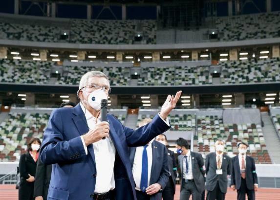 IOC主席巴赫参观东京奥运会运动员村+国家体育场
