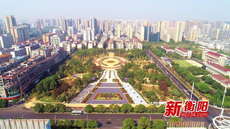 """衡阳城区10万株行道树养护""""刷白"""" 确保树木安全越冬"""