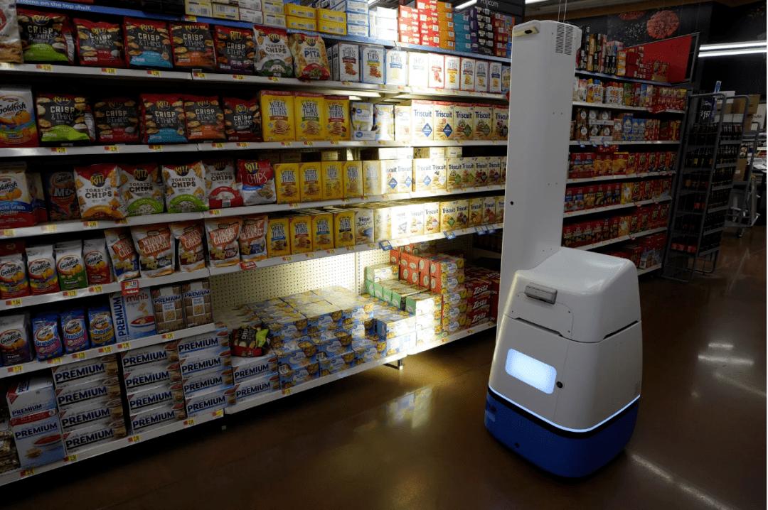 """原来沃尔玛刚炒了500家店的扫地机器人:""""人类用起来还是很方便的!"""""""