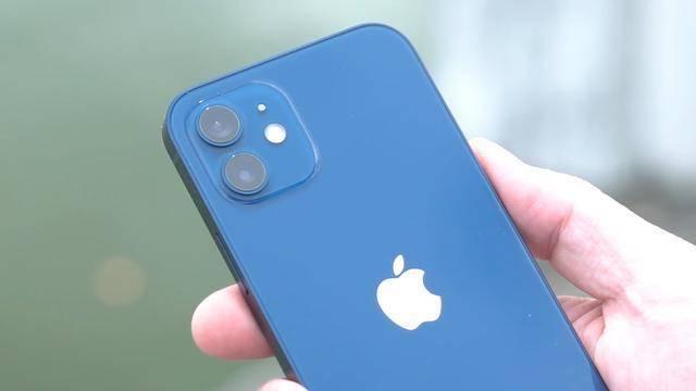 原创             直降200元,iPhone12存在绿屏问题,网友:这也是为了环保吗?