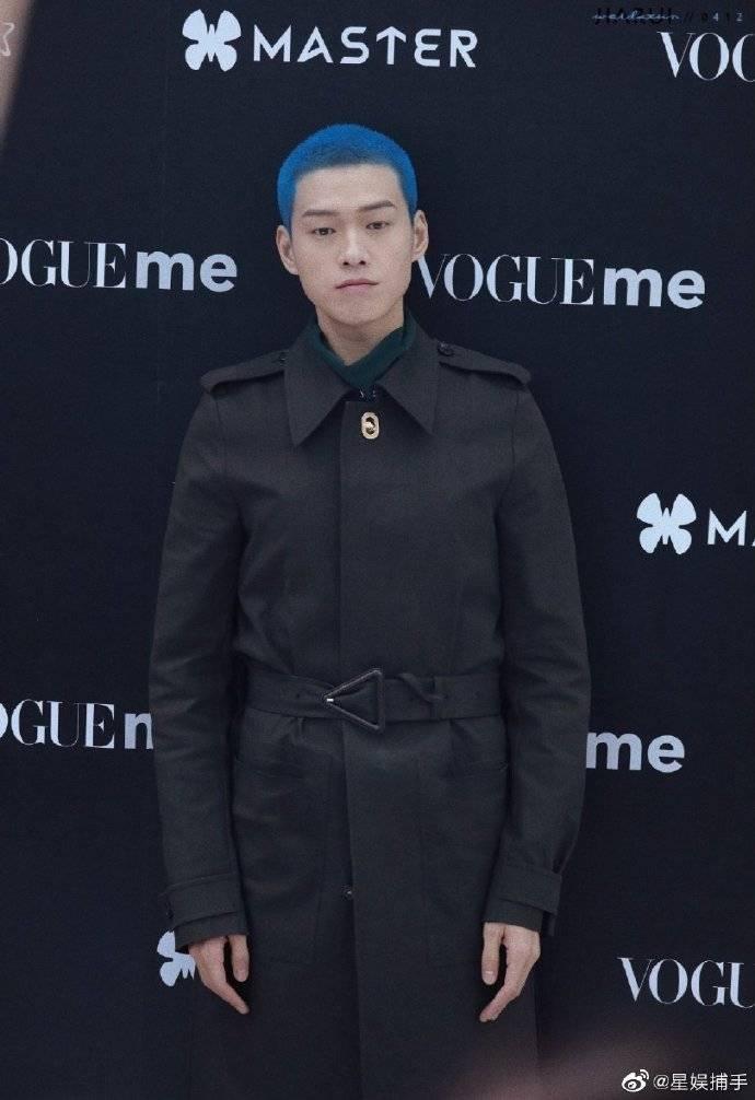 还奇怪魏大勋为什么染蓝色头发吗?听听杨幂这段