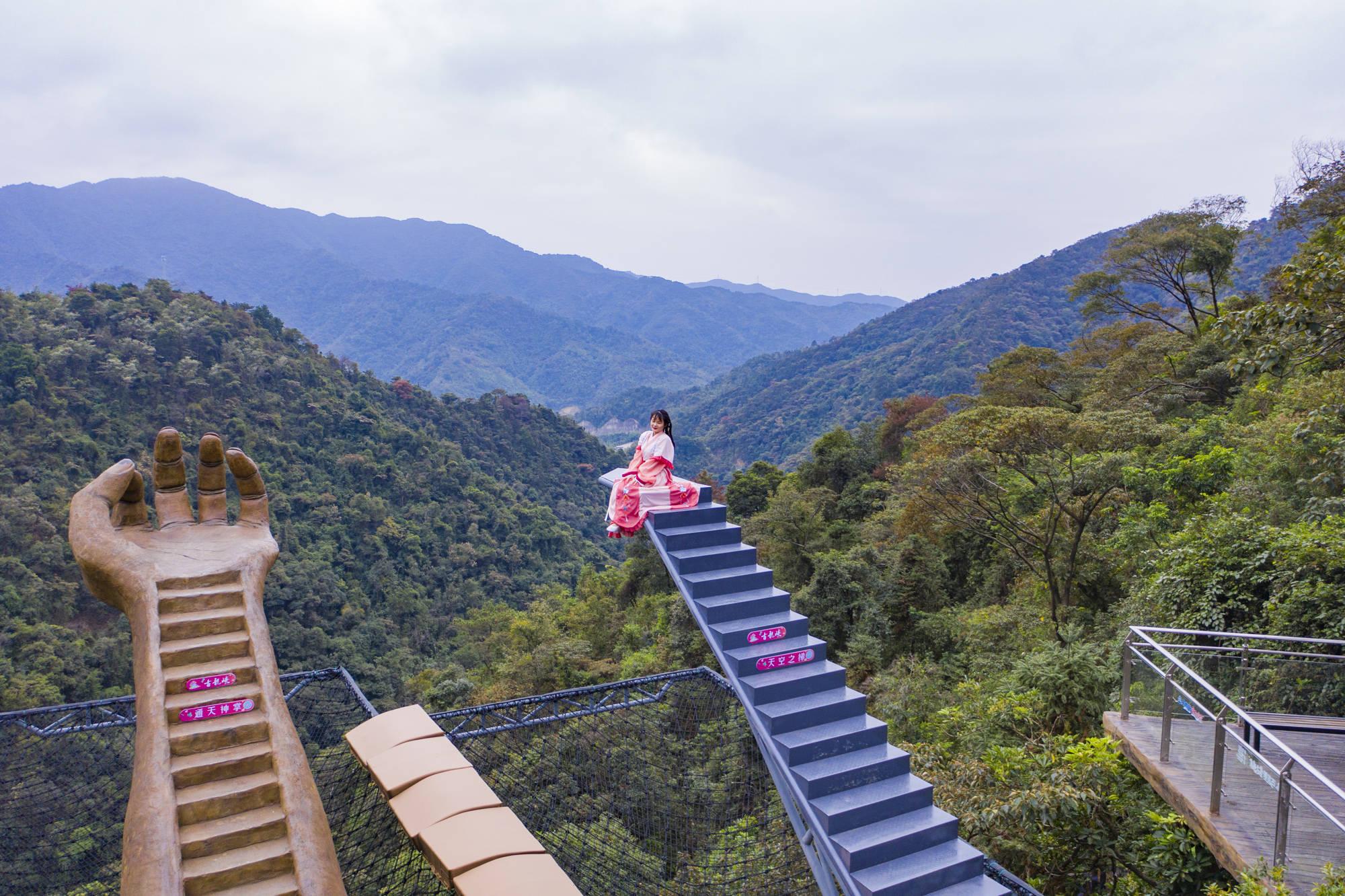广东周边超震撼打卡地,佛手、天梯、玻霸,古龙峡这么玩太刺激了!