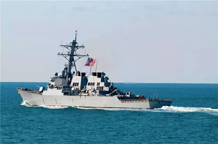 美舰突然侵犯俄领海!俄军舰加速冲向美舰,普京:被人欺负就回击