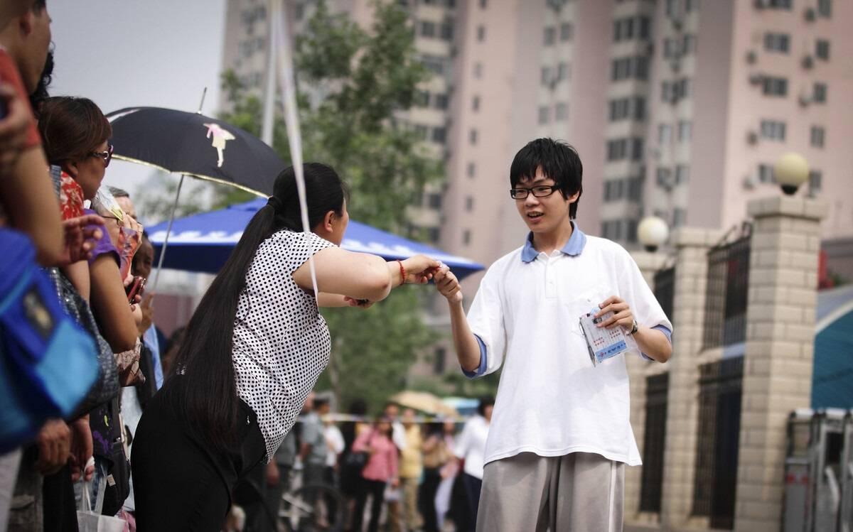 北京本科率稳居全国第一,各省考生很羡慕,北京家长却说不容易