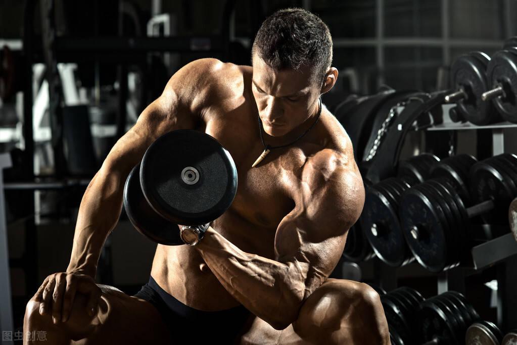 麒麟臂训练方法:5个练臂动作,帮你全面雕刻二三头肌!