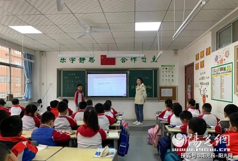 国庆档影片唱响主旋律 总票房突破10亿
