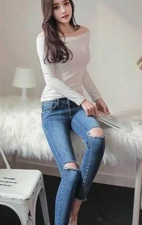 街拍:成熟时尚的牛仔裤美女,身姿圆润紧致,好身材惹人爱!