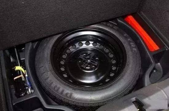 原装备胎是不是配了一个非全尺寸的备胎偷工减料?