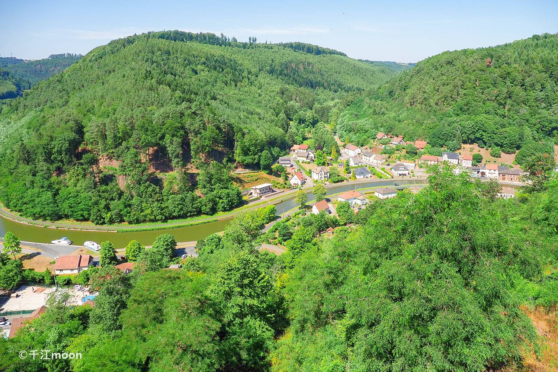 在法国的阿尔萨斯地区,古堡村庄是标配!