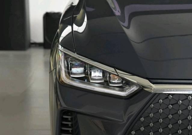 """另一款原装""""黑马""""车型,10.1英寸中控液晶屏,每公里低至5.2美分"""