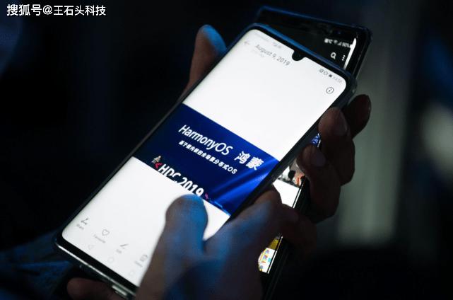 华为P50 Pro正面曝光:屏幕形态大改,有望搭载鸿蒙OS亮相!