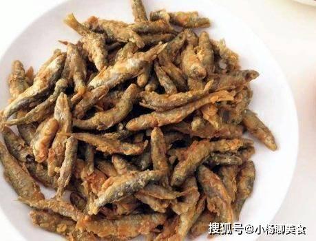 3块钱一斤的小鱼,裹上面粉下锅一炸特香,孩子吃还补充蛋白质