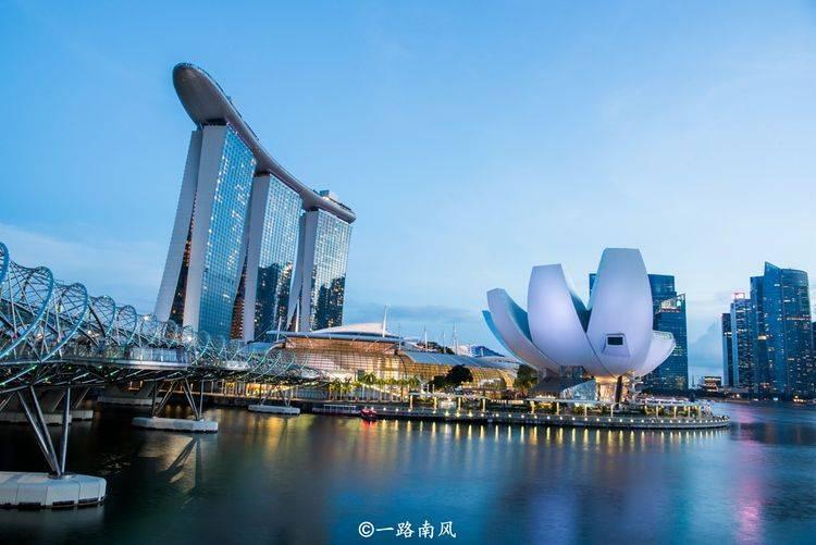 """重庆最""""奇怪""""的建筑,看起来像鞋垫和帆船,外地游客都爱来打卡"""