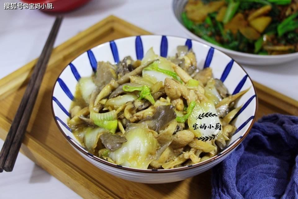 在最初的冬天,我经常吃这道菜。胃舒服又有营养。食材简单家常,闻起来很香