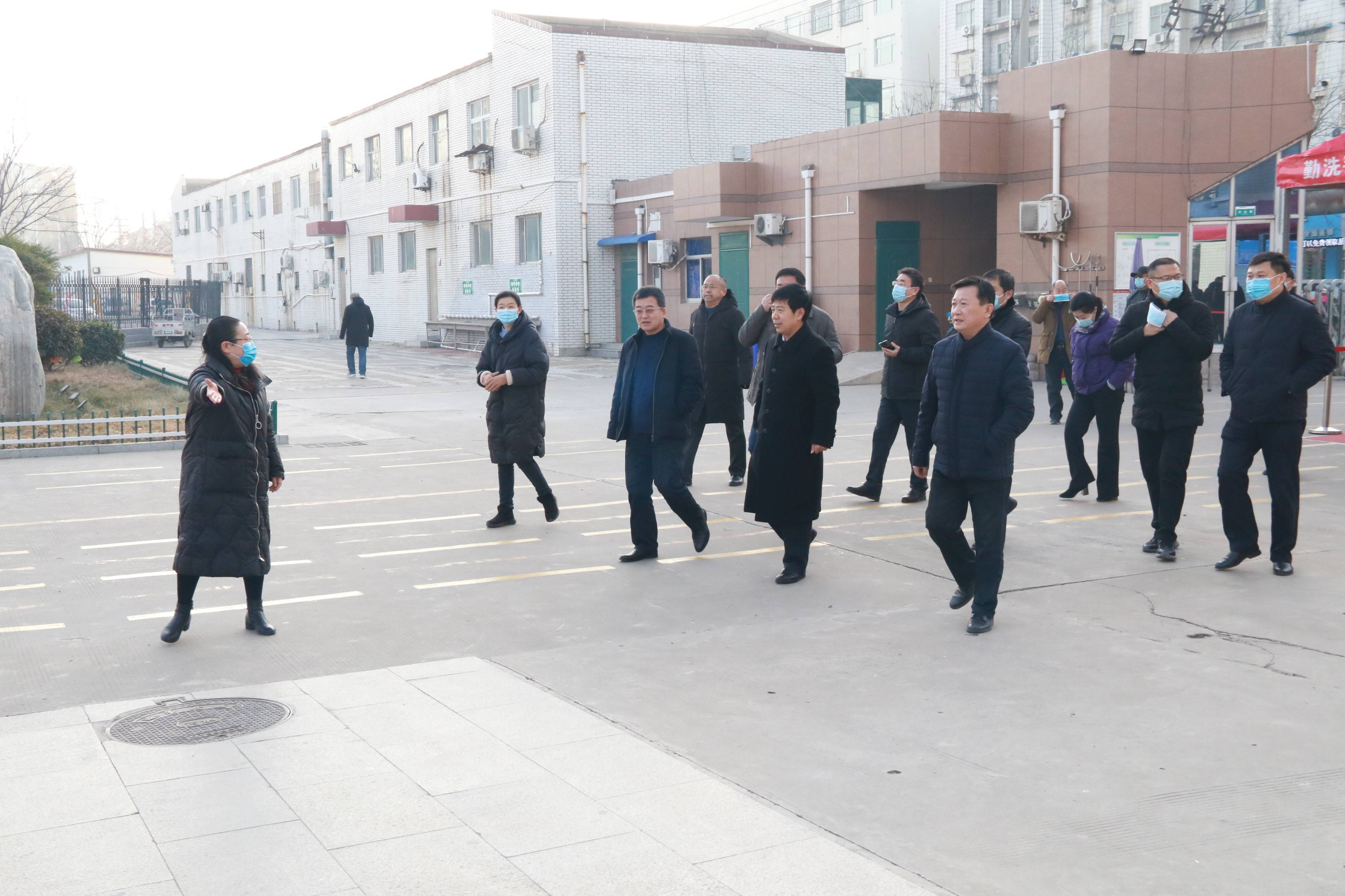 濮阳市第八中学迎来南乐县考察团