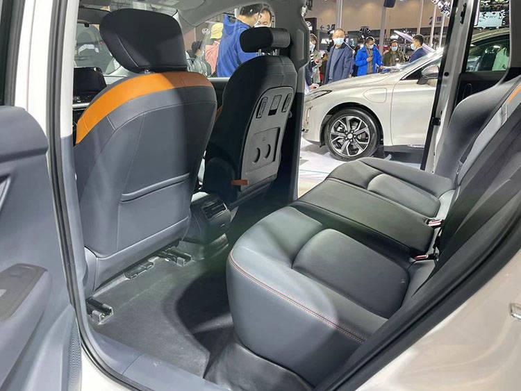 2021海口新能源车展!奔腾首款MPV车型E05实拍曝光