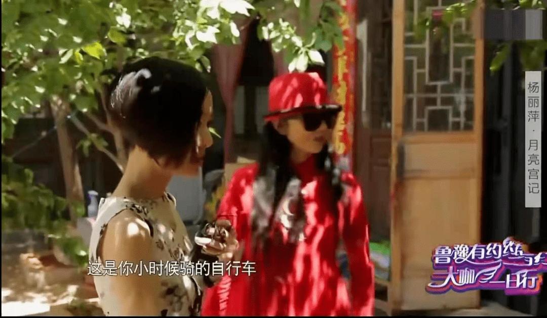 62岁杨丽萍不结婚生子,指甲太长不便搀扶老母亲,为了跳舞放弃这些值得吗  第9张