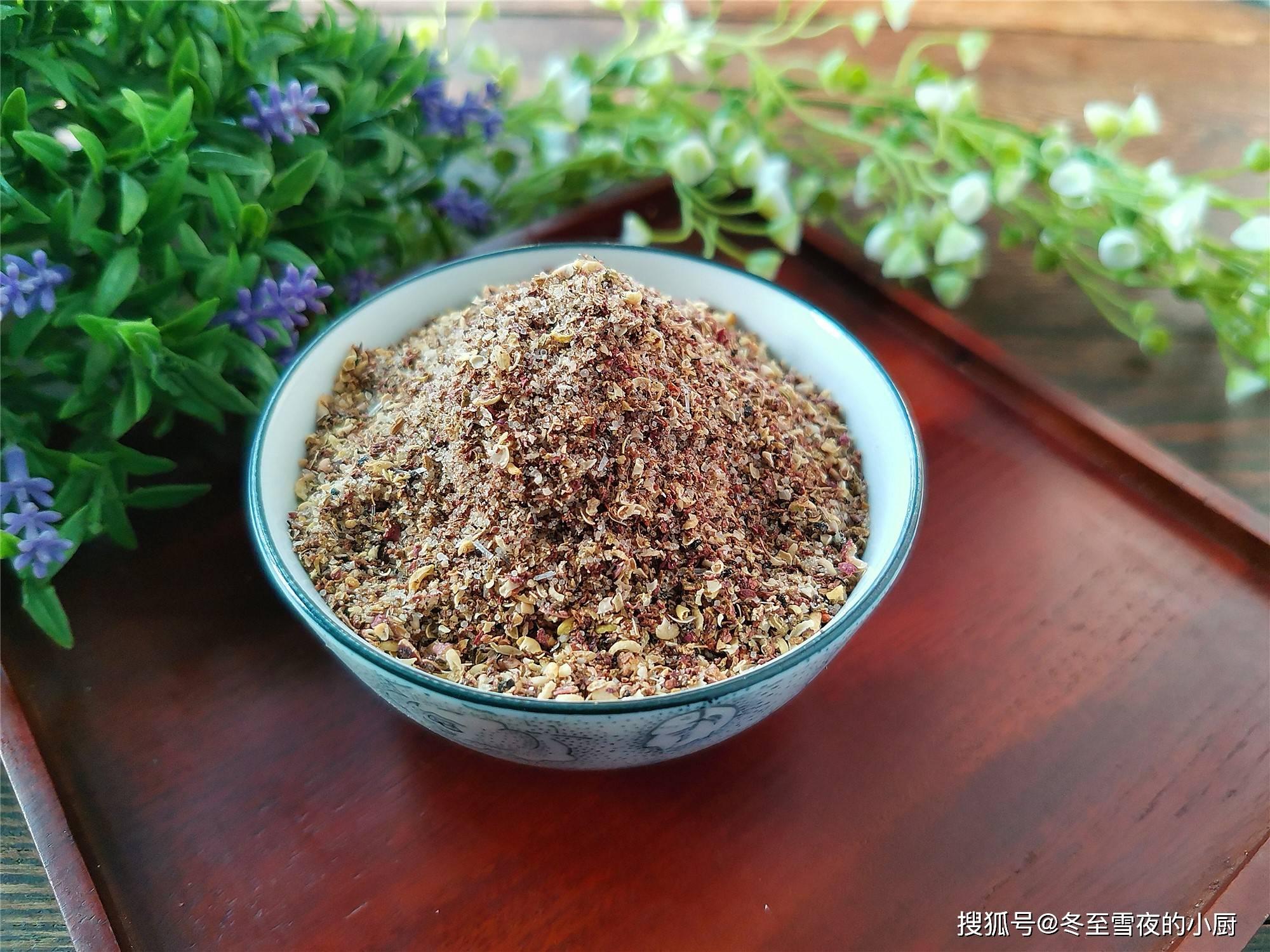 椒盐不用买,教你在家做,只放这5种材料,过年干炸菜必备蘸料