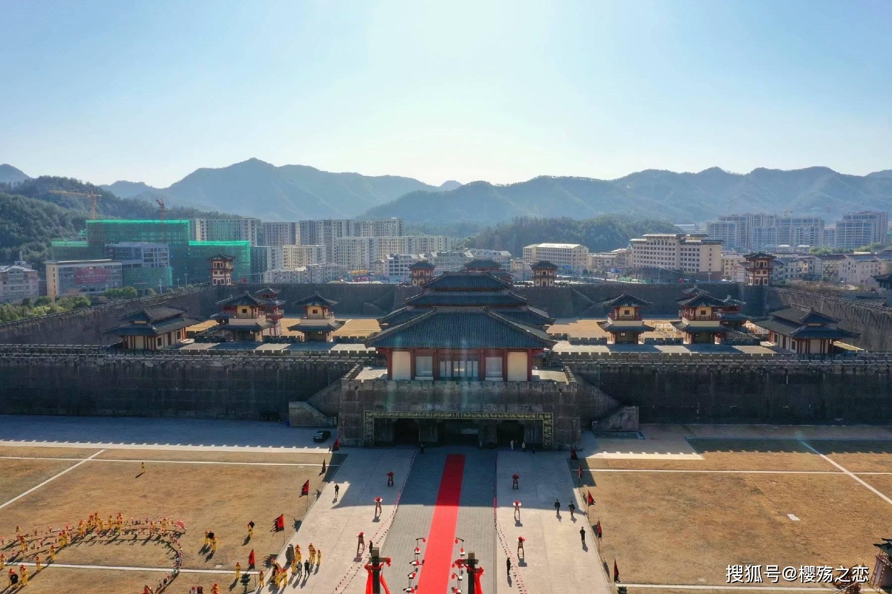 """横店最""""霸气""""的景区,仿照咸阳宫而建,堪称影视大片制造基地"""