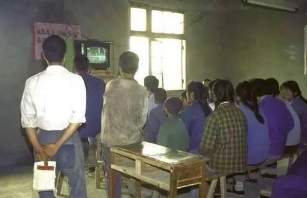 """为何80、90年代,每周二电视台都会停播,还会出现""""彩色图片""""?  第4张"""