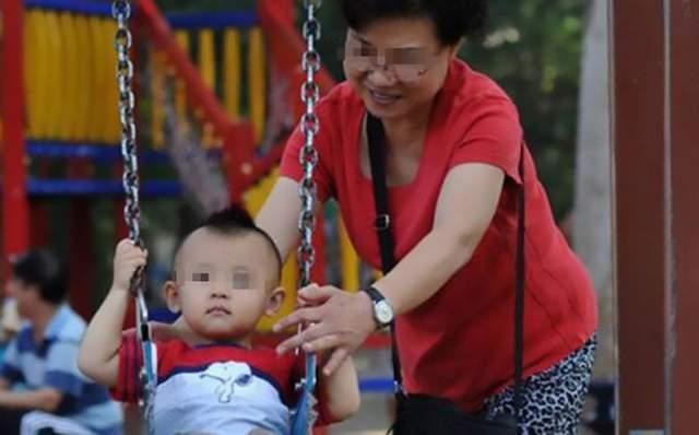 孩子3岁还不会说话,婆婆看到夫妻俩的相处模式后:怪不得会这样