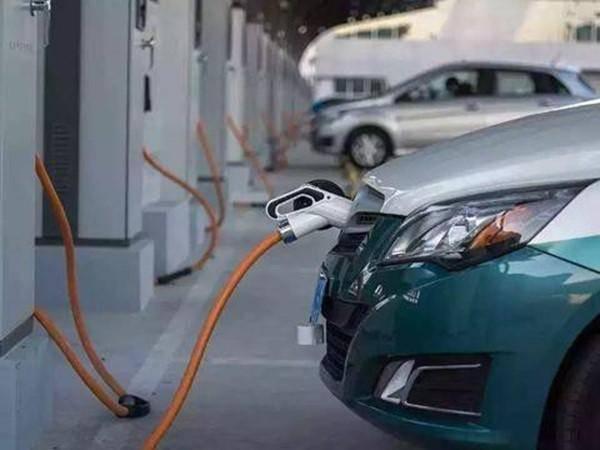原文你对新能源的所有抱怨可以用三个字来概括:充电难
