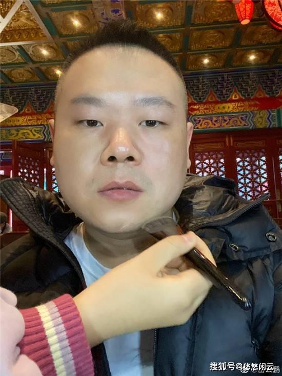 岳云鹏晒自拍,王九龙诉想念在线拼手速,助理冲冲又有新想法?