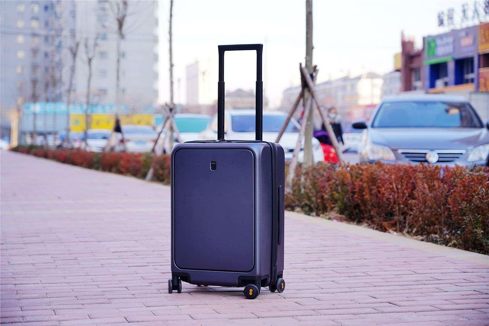 人性化设计专业耐用。这是Horizon 8行李箱!