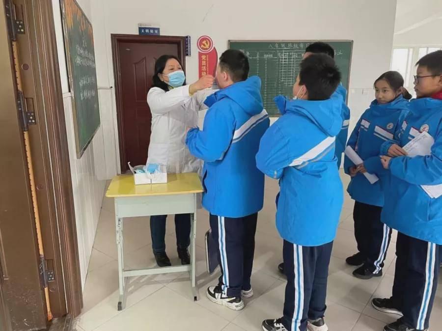 信阳市健康科普巡讲活动走进羊山中学