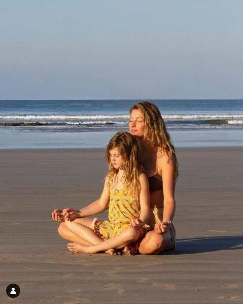 超模吉娘娘8岁女儿出道,翻拍吉赛邦辰《时尚》旧照,秀超强基因
