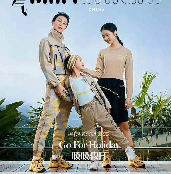 黄磊真是好福气!43岁孙莉穿运动裤秀一字马,身材性感素颜也超美