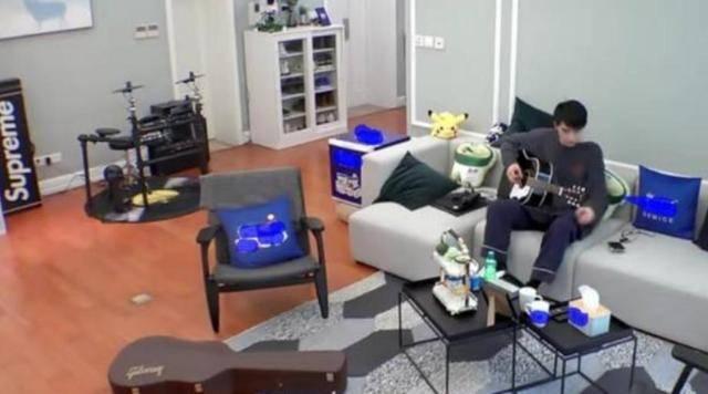 带你看看许魏洲的家,家中装修简单接地气,在家也不忘记锻炼