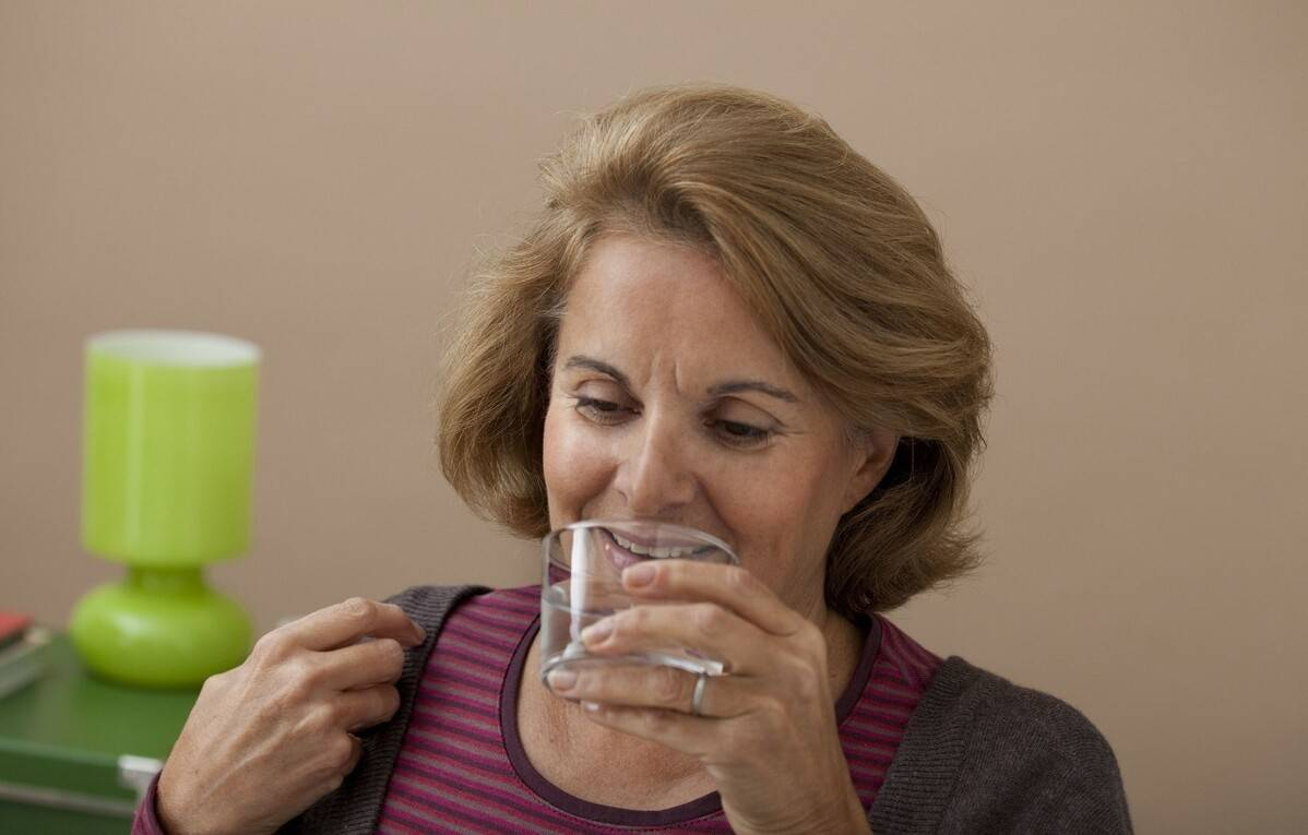 为什么说睡前喝水,降低血液粘稠,不能减少夜间血栓的发生率?
