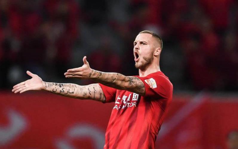 上港回应阿瑙租借离队传闻:并不知情 由主教练来安排